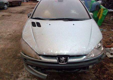 Dezmembrez mai multe modele de Peugeot 206