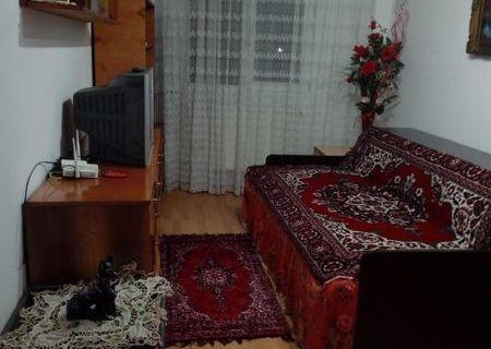 Inchiriez apartament la casa